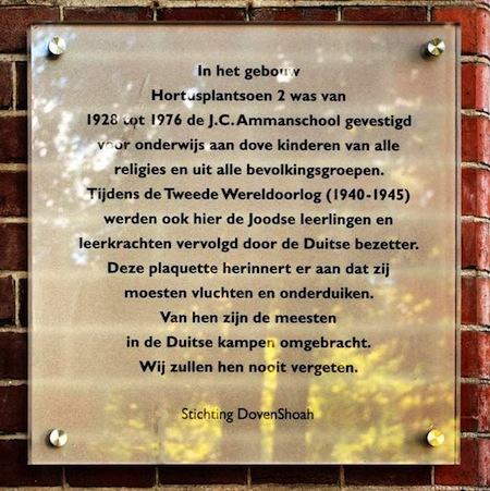 herdenkingsplaquette DovenShoah op voormalige Ammanschool, Hortusplantsoen, Amsterdam